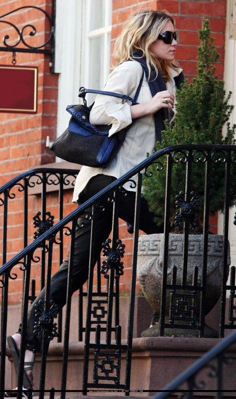 kkkkkkkkkkkkkkkkkkkkkkkkkkkkkkkkkkkkkkkkkkkkkkkkkkkkkkkkkkkkkkkkkkkkkkkkkkkkkkkkkkkkkkkkkkkkkkkkkkkkkkkkkkkkkkkk01 AVRIL 2010 : Ashley se promenant avec son garde du corps à West Village, New York   kkkkkkkkSa aurait été PARFAIT sans ce gilet bleu sur ses épaules en trop !  kkkkkkkkkkkkkkkkkkkkkkkkkkkkkkkkkkkkkkkkkkkkkkkkkkkkkkkkkkkkkkkkkkkkkkkkkkkkkkkkkkkkkkkkkkkkkkkkkkkkkkkkkkkkkkkk