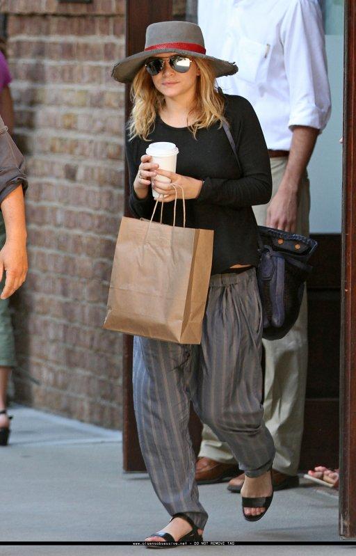 kkkkkkkkkkkkkkkkkkkkkkkkkkkkkkkkkkkkkkkkkkkkkkkkkkkkkkkkkkkkkkkkkkkkkkkkkkkkkkkkkkkkkkkkkkkkkkkkkkkkkkkkkkkkkkkk15 MAI 2010 : Ashley quittant café à la main l'hôtel Greenwich à New York    kkkkkkkkFranchement j'aime beaucoup sa tenue ! Tellement simple, mais qui fait tout son effet ! :D ( P-S : Elle porte le chapeau que MK a portée la veille ! ) kkkkkkkkkkkkkkkkkkkkkkkkkkkkkkkkkkkkkkkkkkkkkkkkkkkkkkkkkkkkkkkkkkkkkkkkkkkkkkkkkkkkkkkkkkkkkkkkkkkkkkkkkkkkkkkk