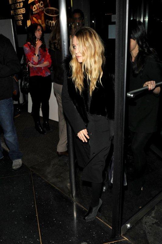 """kkkkkkkkkkkkkkkkkkkkkkkkkkkkkkkkkkkkkkkkkkkkkkkkkkkkkkkkkkkkkkkkkkkkkkkkkkkkkkkkkkkkkkkkkkkkkkkkkkkkkkkkkkkkkkkk01 NOVEMBRE 2010 : Mary-Kate quittant la première du film """"Date limite"""" au cinéma AMC Loews (Lincoln Square 13) sur Broadway à New York  kkkkkkkk Jolie, J'aime bien ses cheveux comme ça ! kkkkkkkkkkkkkkkkkkkkkkkkkkkkkkkkkkkkkkkkkkkkkkkkkkkkkkkkkkkkkkkkkkkkkkkkkkkkkkkkkkkkkkkkkkkkkkkkkkkkkkkkkkkkkkkk"""