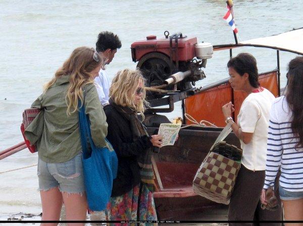 kkkkkkkkkkkkkkkkkkkkkkkkkkkkkkkkkkkkkkkkkkkkkkkkkkkkkkkkkkkkkkkkkkkkkkkkkkkkkkkkkkkkkkkkkkkkkkkkkkkkkkkkkkkkkkkkDECEMBRE 2010 : Ashley, Justin, Mary-Kate et une amie se relaxant à la plage en Thaïlande   kkkkkkkkAshley a quitté la Thaïlande le 12 décembre pour retourner à Los Angeles,  et elle est de retour en Thaïlande, cette fois-ci, le 15 décembre... Bizarre, non?   kkkkkkkkkkkkkkkkkkkkkkkkkkkkkkkkkkkkkkkkkkkkkkkkkkkkkkkkkkkkkkkkkkkkkkkkkkkkkkkkkkkkkkkkkkkkkkkkkkkkkkkkkkkkkkkk
