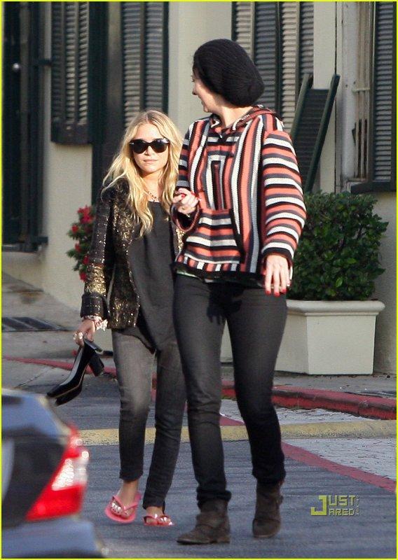 kkkkkkkkkkkkkkkkkkkkkkkkkkkkkkkkkkkkkkkkkkkkkkkkkkkkkkkkkkkkkkkkkkkkkkkkkkkkkkkkkkkkkkkkkkkkkkkkkkkkkkkkkkkkkkkk23 DECEMBRE 2010 : Mary-Kate quittant une salon de manucure avec une amie après avoir eue une pédicure à West Hollywood, Los Angeles    kkkkkkkkil y a trois ans exactement, elle se fessait faire la même chose, le même jour... ^^  kkkkkkkkkkkkkkkkkkkkkkkkkkkkkkkkkkkkkkkkkkkkkkkkkkkkkkkkkkkkkkkkkkkkkkkkkkkkkkkkkkkkkkkkkkkkkkkkkkkkkkkkkkkkkkkk