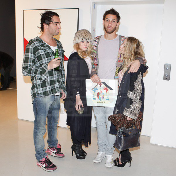 """kkkkkkkkkkkkkkkkkkkkkkkkkkkkkkkkkkkkkkkkkkkkkkkkkkkkkkkkkkkkkkkkkkkkkkkkkkkkkkkkkkkkkkkkkkkkkkkkkkkkkkkkkkkkkkkk26 FÉVRIER 2011 : Mary-Kate et Ashley à l'exposition d'art """"Inside Break"""" de Clare Rojas à la galerie Prism à West Hollywood, Los Angeles    kkkkkkkkLe petit ami de MK, Seth Campbel et son ex', Stavros N. étaient tout deux présents ^^  kkkkkkkkkkkkkkkkkkkkkkkkkkkkkkkkkkkkkkkkkkkkkkkkkkkkkkkkkkkkkkkkkkkkkkkkkkkkkkkkkkkkkkkkkkkkkkkkkkkkkkkkkkkkkkkk"""