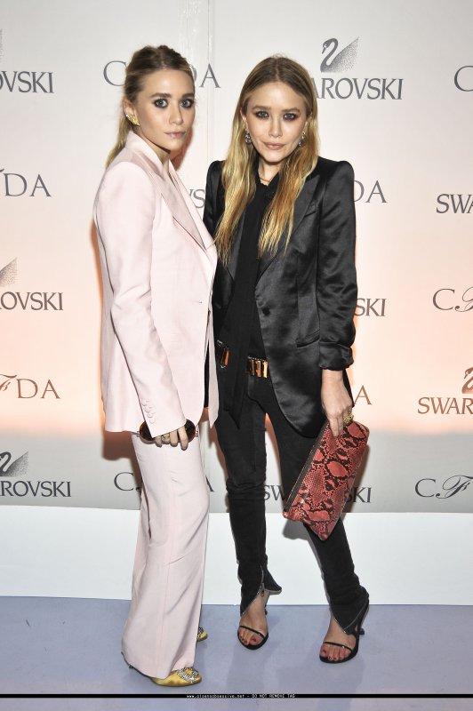 kkkkkkkkkkkkkkkkkkkkkkkkkkkkkkkkkkkkkkkkkkkkkkkkkkkkkkkkkkkkkkkkkkkkkkkkkkkkkkkkkkkkkkkkkkkkkkkkkkkkkkkkkkkkkkkk16 MARS 2011 : Mary-Kate et Ashley à la réception pour annoncer les nominés des CFDA Fashion Awards au studio de Diane Von Furstenberg à New York   kkkkkkkkAh un style qui change de l'habitude, perso' j'aime beaucoup, vraiment classe ! :)   kkkkkkkkkkkkkkkkkkkkkkkkkkkkkkkkkkkkkkkkkkkkkkkkkkkkkkkkkkkkkkkkkkkkkkkkkkkkkkkkkkkkkkkkkkkkkkkkkkkkkkkkkkkkkkkk