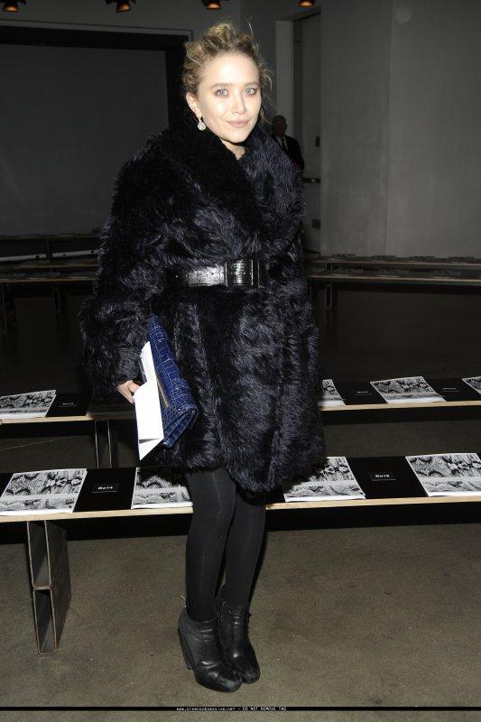kkkkkkkkkkkkkkkkkkkkkkkkkkkkkkkkkkkkkkkkkkkkkkkkkkkkkkkkkkkkkkkkkkkkkkkkkkkkkkkkkkkkkkkkkkkkkkkkkkkkkkkkkkkkkkkk17 FÉVRIER 2010 : Mary-Kate au Proenza Schouler Fashion Show Hiver 2010 au studio Milk à New York    kkkkkkkkC'est rare qu'on la voit avec des chignons, surtout à des événements ! ^^  kkkkkkkkkkkkkkkkkkkkkkkkkkkkkkkkkkkkkkkkkkkkkkkkkkkkkkkkkkkkkkkkkkkkkkkkkkkkkkkkkkkkkkkkkkkkkkkkkkkkkkkkkkkkkkkk