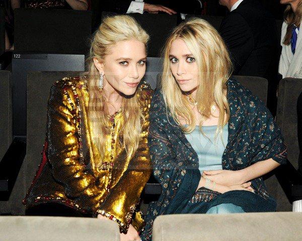 kkkkkkkkkkkkkkkkkkkkkkkkkkkkkkkkkkkkkkkkkkkkkkkkkkkkkkkkkkkkkkkkkkkkkkkkkkkkkkkkkkkkkkkkkkkkkkkkkkkkkkkkkkkkkkkk06 JUIN 2011 : Mary-Kate et Ashley  au CFDA Fashion Awards au Lincoln Center à New York   kkkkkkkkLes jumelles, toujours aussi surprenante ! Le contraste Mère/fille (Mk/Ashley) est assez frappant dans ces tenues ! :o / Sinon je trouve Ashley superbe, vraiment top, je m'attendais à du plus conventionnel comme l'année dernière ! Pour Mk, bof, je trouve que sa coiffure la vieillit beaucoup trop et sa veste Chanel jaune.. pas fan :(    kkkkkkkkkkkkkkkkkkkkkkkkkkkkkkkkkkkkkkkkkkkkkkkkkkkkkkkkkkkkkkkkkkkkkkkkkkkkkkkkkkkkkkkkkkkkkkkkkkkkkkkkkkkkkkkk