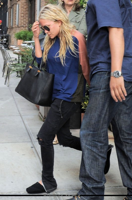 kkkkkkkkkkkkkkkkkkkkkkkkkkkkkkkkkkkkkkkkkkkkkkkkkkkkkkkkkkkkkkkkkkkkkkkkkkkkkkkkkkkkkkkkkkkkkkkkkkkkkkkkkkkkkkkk21 JUIN 2011 : Mary-Kate quittant le restaurant Locanta Verde à Tribeca, New York   kkkkkkkkElle à l'air à se faire vraiment chier lol ^^  kkkkkkkkkkkkkkkkkkkkkkkkkkkkkkkkkkkkkkkkkkkkkkkkkkkkkkkkkkkkkkkkkkkkkkkkkkkkkkkkkkkkkkkkkkkkkkkkkkkkkkkkkkkkkkkk