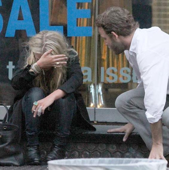 kkkkkkkkkkkkkkkkkkkkkkkkkkkkkkkkkkkkkkkkkkkkkkkkkkkkkkkkkkkkkkkkkkkkkkkkkkkkkkkkkkkkkkkkkkkkkkkkkkkkkkkkkkkkkkkk06 JUILLET 2011 : Mary-Kate avec un ami à Tribeca, New York    kkkkkkkkApparemment le gars à côté d'elle essayait de la réconforter mais en vain...  kkkkkkkkkkkkkkkkkkkkkkkkkkkkkkkkkkkkkkkkkkkkkkkkkkkkkkkkkkkkkkkkkkkkkkkkkkkkkkkkkkkkkkkkkkkkkkkkkkkkkkkkkkkkkkkk