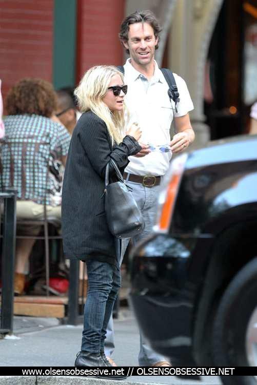 kkkkkkkkkkkkkkkkkkkkkkkkkkkkkkkkkkkkkkkkkkkkkkkkkkkkkkkkkkkkkkkkkkkkkkkkkkkkkkkkkkkkkkkkkkkkkkkkkkkkkkkkkkkkkkkk12 JUILLET 2011 : Mary-Kate prenant une pause cigarette avec un ami devant le restaurant Sant Ambroeus à West Village, New York    kkkkkkkkC'est la première fois que je vois MK comme ça, elle est vraiment méconnaissable sans maquillage et lunettes :O  kkkkkkkkkkkkkkkkkkkkkkkkkkkkkkkkkkkkkkkkkkkkkkkkkkkkkkkkkkkkkkkkkkkkkkkkkkkkkkkkkkkkkkkkkkkkkkkkkkkkkkkkkkkkkkkk