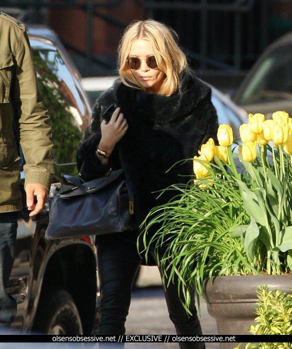 kkkkkkkkkkkkkkkkkkkkkkkkkkkkkkkkkkkkkkkkkkkkkkkkkkkkkkkkkkkkkkkkkkkkkkkkkkkkkkkkkkkkkkkkkkkkkkkkkkkkkkkkkkkkkkkk13 MAI 2011 : Mary-Kate se promenant avec son garde du corps à Tribeca, New York    kkkkkkkkGros manteau pour le mois de mai ^^  kkkkkkkkkkkkkkkkkkkkkkkkkkkkkkkkkkkkkkkkkkkkkkkkkkkkkkkkkkkkkkkkkkkkkkkkkkkkkkkkkkkkkkkkkkkkkkkkkkkkkkkkkkkkkkkk