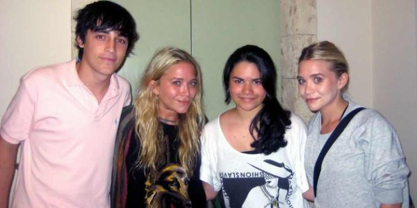kkkkkkkkkkkkkkkkkkkkkkkkkkkkkkkkkkkkkkkkkkkkkkkkkkkkkkkkkkkkkkkkkkkkkkkkkkkkkkkkkkkkkkkkkkkkkkkkkkkkkkkkkkkkkkkk15 JUILLET 2011 : Mary-Kate et Ashley posant avec des fans à l'hôtel Real Intercontinental à Tegicugalpa au Honduras    kkkkkkkkElles revenaient d'un dîner au restaurant La Cumbre en ville avec des collègues de Visions Mondiales :)  kkkkkkkkkkkkkkkkkkkkkkkkkkkkkkkkkkkkkkkkkkkkkkkkkkkkkkkkkkkkkkkkkkkkkkkkkkkkkkkkkkkkkkkkkkkkkkkkkkkkkkkkkkkkkkkk