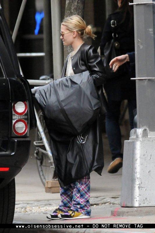 kkkkkkkkkkkkkkkkkkkkkkkkkkkkkkkkkkkkkkkkkkkkkkkkkkkkkkkkkkkkkkkkkkkkkkkkkkkkkkkkkkkkkkkkkkkkkkkkkkkkkkkkkkkkkkkk10 AVRIL  2012 : Ashley arrivant à sa voiture après avoir fait du shopping avec l'actrice Leelee Sobieski à West Village, New York     kkkkkkkkDrôle de pyjama/pantalon ! ^^  kkkkkkkkkkkkkkkkkkkkkkkkkkkkkkkkkkkkkkkkkkkkkkkkkkkkkkkkkkkkkkkkkkkkkkkkkkkkkkkkkkkkkkkkkkkkkkkkkkkkkkkkkkkkkkkk