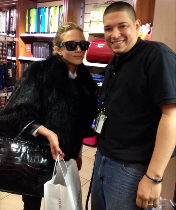 kkkkkkkkkkkkkkkkkkkkkkkkkkkkkkkkkkkkkkkkkkkkkkkkkkkkkkkkkkkkkkkkkkkkkkkkkkkkkkkkkkkkkkkkkkkkkkkkkkkkkkkkkkkkkkkk17 MAI 2012 : Mary-Kate posant avec un fan au magasin Brookstone à New York    kkkkkkkkUn manteau de fourrure en mai, vraiment MK? ... ^^ kkkkkkkkkkkkkkkkkkkkkkkkkkkkkkkkkkkkkkkkkkkkkkkkkkkkkkkkkkkkkkkkkkkkkkkkkkkkkkkkkkkkkkkkkkkkkkkkkkkkkkkkkkkkkkkk