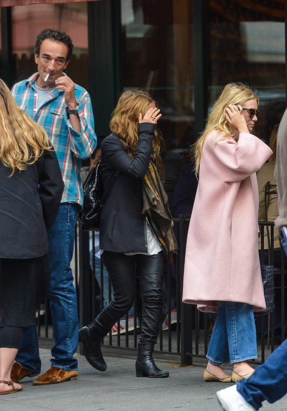 kkkkkkkkkkkkkkkkkkkkkkkkkkkkkkkkkkkkkkkkkkkkkkkkkkkkkkkkkkkkkkkkkkkkkkkkkkkkkkkkkkkkkkkkkkkkkkkkkkkkkkkkkkkkkkkk29 SEPTEMBRE 2012 : Mary-Kate et Ashley quittant le restaurant Sant Ambroeus avec Olivier Sarkozy à West Village, New York    kkkkkkkkWow j'aime beaucoup la tenue de MK, dommage qu'on ne peut pas voir sa face :(  kkkkkkkkkkkkkkkkkkkkkkkkkkkkkkkkkkkkkkkkkkkkkkkkkkkkkkkkkkkkkkkkkkkkkkkkkkkkkkkkkkkkkkkkkkkkkkkkkkkkkkkkkkkkkkkk