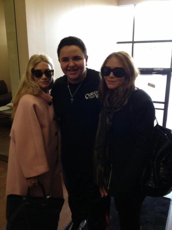 kkkkkkkkkkkkkkkkkkkkkkkkkkkkkkkkkkkkkkkkkkkkkkkkkkkkkkkkkkkkkkkkkkkkkkkkkkkkkkkkkkkkkkkkkkkkkkkkkkkkkkkkkkkkkkkk29 SEPTEMBRE 2012 : Mary-Kate et Ashley posant avec un fan à Manhattan, New York   kkkkkkkkCréditez si emprunt merci ! :) kkkkkkkkkkkkkkkkkkkkkkkkkkkkkkkkkkkkkkkkkkkkkkkkkkkkkkkkkkkkkkkkkkkkkkkkkkkkkkkkkkkkkkkkkkkkkkkkkkkkkkkkkkkkkkkk