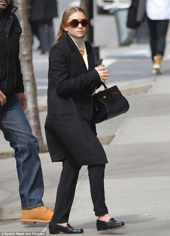 kkkkkkkkkkkkkkkkkkkkkkkkkkkkkkkkkkkkkkkkkkkkkkkkkkkkkkkkkkkkkkkkkkkkkkkkkkkkkkkkkkkkkkkkkkkkkkkkkkkkkkkkkkkkkkkk11 MARS 2013 : Mary-Kate et Ashley arrivant à un bureau à Tribeca, New York   kkkkkkkkJ'adore la tenue de Mary-Kate ! :) kkkkkkkkkkkkkkkkkkkkkkkkkkkkkkkkkkkkkkkkkkkkkkkkkkkkkkkkkkkkkkkkkkkkkkkkkkkkkkkkkkkkkkkkkkkkkkkkkkkkkkkkkkkkkkkk