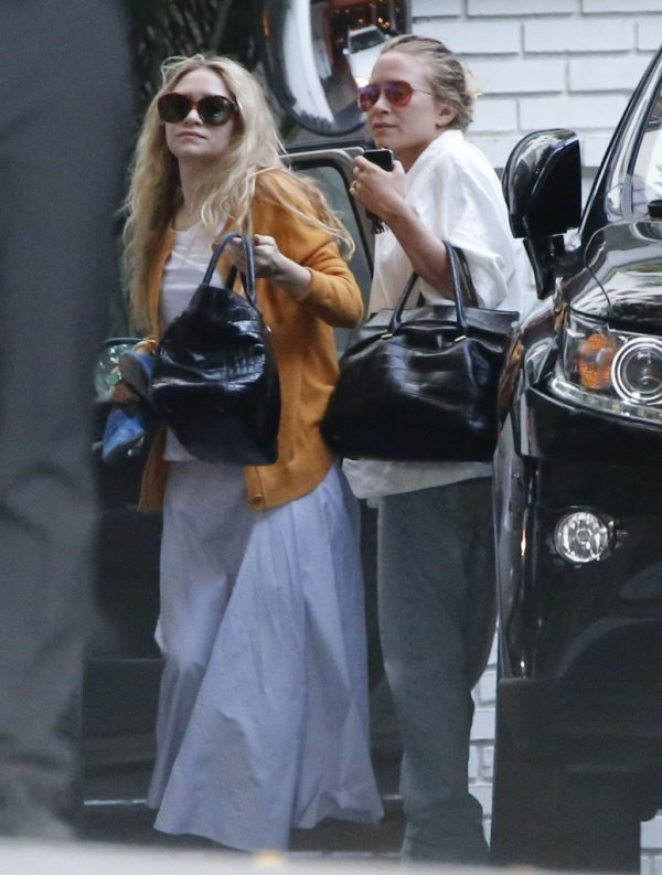 kkkkkkkkkkkkkkkkkkkkkkkkkkkkkkkkkkkkkkkkkkkkkkkkkkkkkkkkkkkkkkkkkkkkkkkkkkkkkkkkkkkkkkkkkkkkkkkkkkkkkkkkkkkkkkkk05 JUIN 2014 : Mary-Kate et Ashley faisant du shopping au magasin l'Agence sur Melrose Avenue et faisant un petit photoshoot improvisé à West Hollywood, Los Angeles   kkkkkkkk kkkkkkkkkkkkkkkkkkkkkkkkkkkkkkkkkkkkkkkkkkkkkkkkkkkkkkkkkkkkkkkkkkkkkkkkkkkkkkkkkkkkkkkkkkkkkkkkkkkkkkkkkkkkkkkk