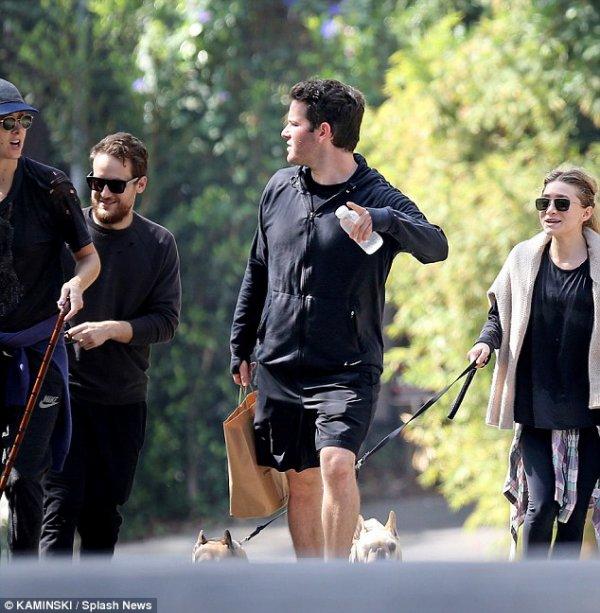 kkkkkkkkkkkkkkkkkkkkkkkkkkkkkkkkkkkkkkkkkkkkkkkkkkkkkkkkkkkkkkkkkkkkkkkkkkkkkkkkkkkkkkkkkkkkkkkkkkkkkkkkkkkkkkkk12 OCTOBRE 2014 : Ashley et Hayden prenant un café après avoir fait du yoga et promenant leurs chiens avec des amis à Los Angeles   kkkkkkkk kkkkkkkkkkkkkkkkkkkkkkkkkkkkkkkkkkkkkkkkkkkkkkkkkkkkkkkkkkkkkkkkkkkkkkkkkkkkkkkkkkkkkkkkkkkkkkkkkkkkkkkkkkkkkkkk