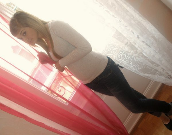` Regarde moi de travers , derière mon sourire y'a un NiKE TA MERE (A).. `