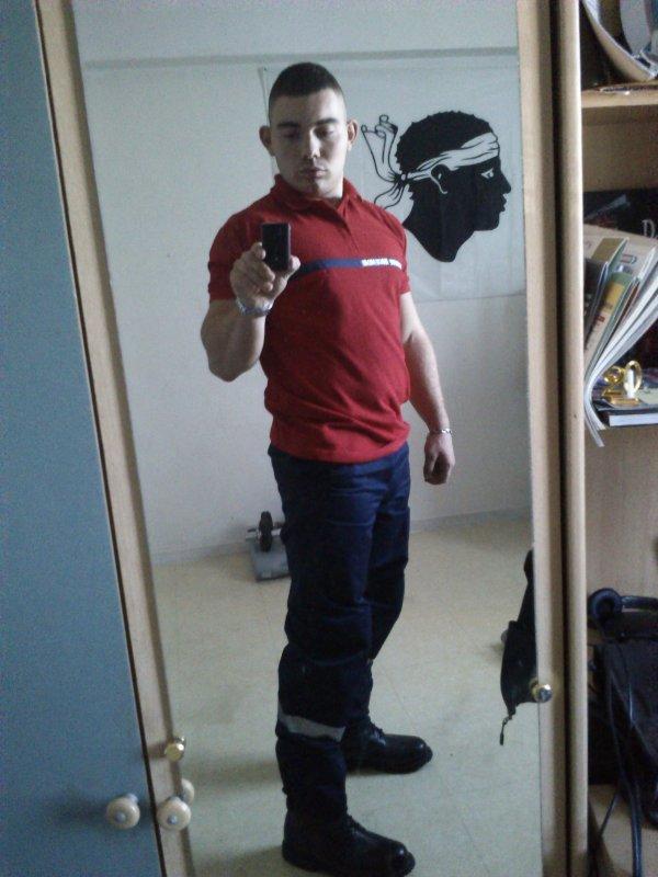 moi en tenue agent de securite et securite incendie pompier du 13. Black Bedroom Furniture Sets. Home Design Ideas