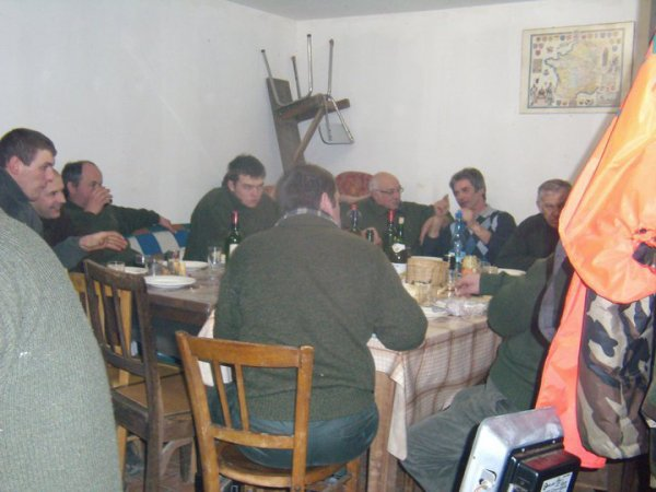 après la fin de la batut , un bon repas entre chasseur et traqueur =)