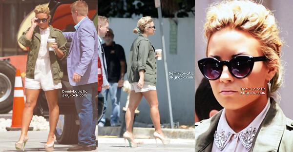 Des nouvelles photos du photoshoot qu'elle avait fait pour Tylers Shields +Demi a été vue arrivant à Miami Beach le 25 Juillet pour le 3eme jours des auditions d'X-Factor