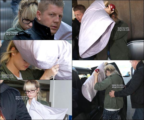 . 12/10/2012 : Demi a été vue à l'aéroport de Los Angeles ..