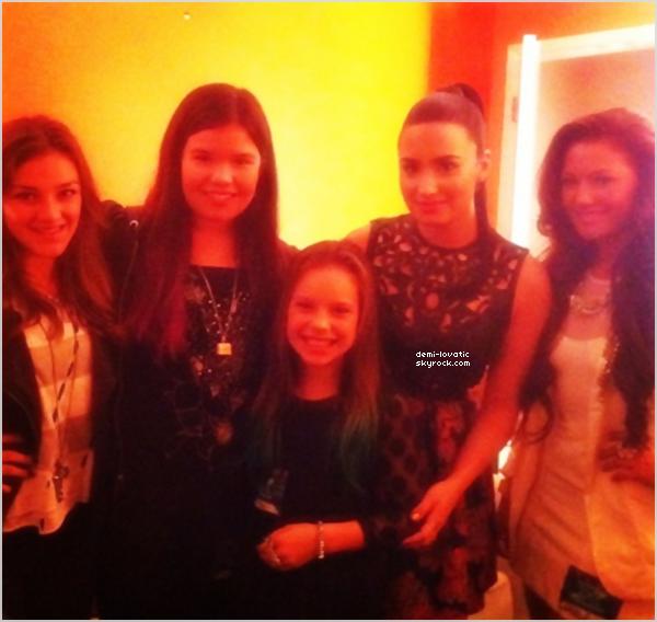 . 08/11/12 : Demi a assisté au quatrième live show d' X-Factor U.S.A .  Voir le Live Show → Live Show