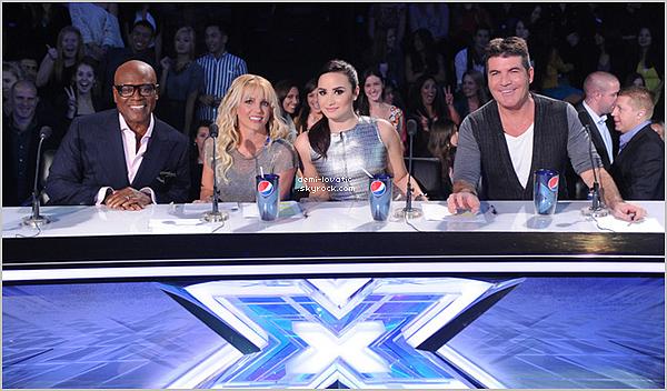 . 21/11/12 : Demi a assisté au septième live show d' X-Factor U.S.A .  Voir le Live Show → Première partie→  Deuxième partie.