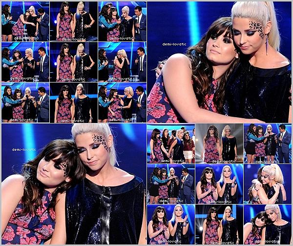 . 06/12/12 : Demi a assisté au  douzième live show d' X-Factor U.S.A .  Voir le Live Show → Live Show •Cece Frey , la candidate de Demi à malheureusement été éléminé•