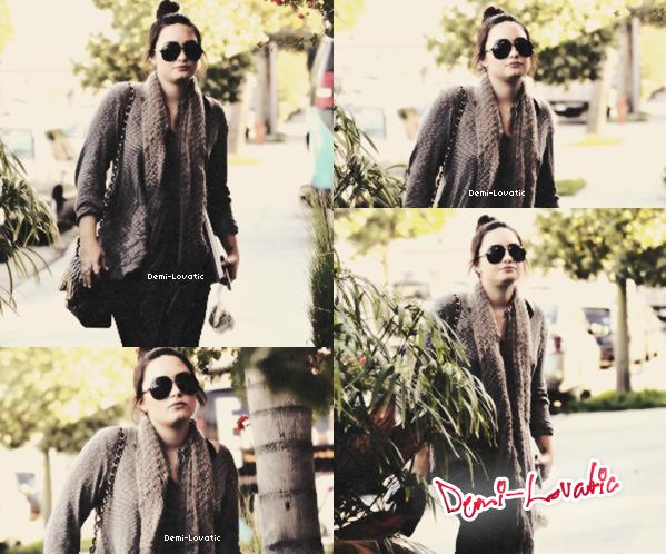08-01-13 :  Demi a été vue se rendant dans un studio d'enregistrement