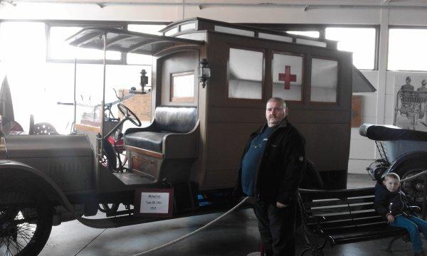 une visite au musée de l automobile a Leuze-en-Hainaut belgique,trés beau et superbe colection de vielles voiture vélo et motos ,nono