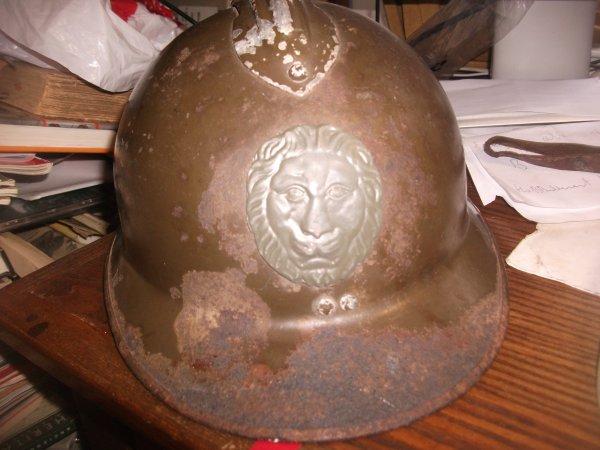 bonjour a tous ,voila rentrée du jour ,casque belge M31 avec un attribut M15 sa couleur a 95 % .