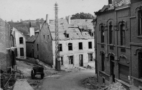 voila mon village après les bombardement des Américain en 1944 .