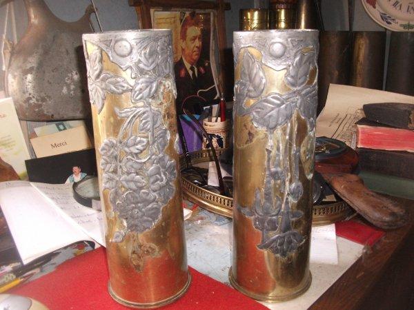 voila un don de MARQUIS Dominique ,2 douilles obus de 18 pouces Anglais bien marquer 1915 ,il on été décoré a l étain  ,nono