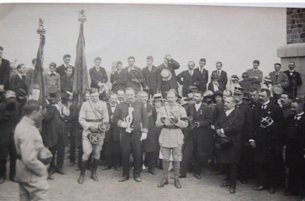 le cimetière de thuin ,soldats Français et Allemand repose ensemble .14-18