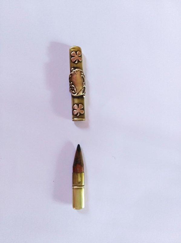 voila un petit crayon porte bonheur trouver sur le champs de bataille marquer au dos ,Orcival .
