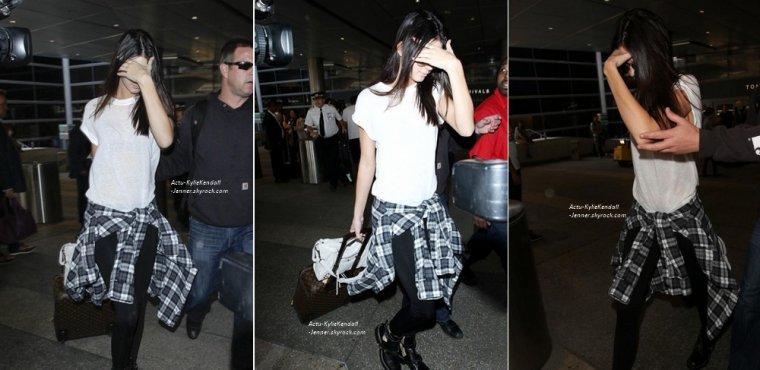 Kendall, à l'aéroprot de Los Angeles, le 26 mai 2014 + Kendall et Kylie arrivent à l'aéroport du Bourget, en provenance de Florence, le 25 mai 2014 + Kendall et Kylie, lors du mariage de Kim et Kanye, le 24 mai 2014, à Florence.