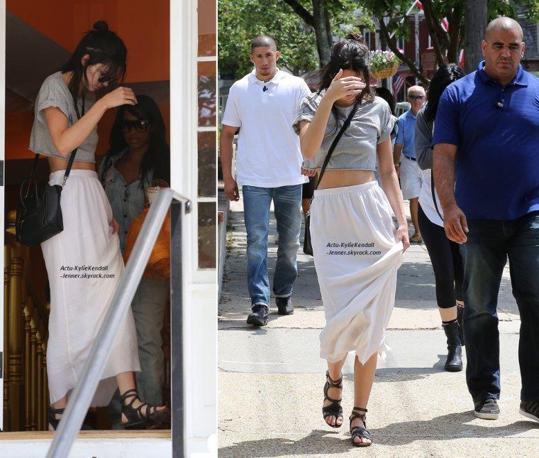 Kendall et Kylie sont allées manger une glace, le 29 juin 2014, dans les Hamptons.