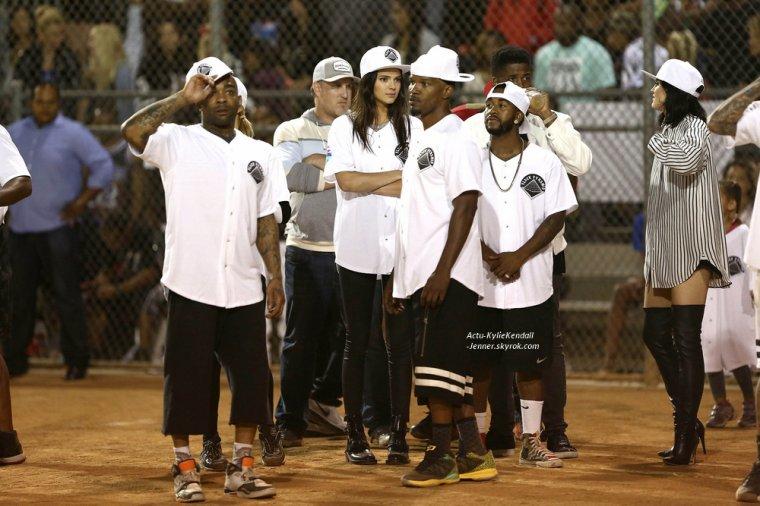 """Kylie et Kendall se sont rendues à un événement sportif """" Kick Ball Game """", pour la bonne cause avec Chris Brown, le 19 juillet 2014, à Glendale, en Californie. [ PART 2 ]"""