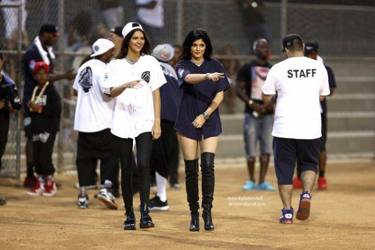 """Kylie et Kendall se sont rendues à un événement sportif """" Kick Ball Game """", pour la bonne cause avec Chris Brown, le 19 juillet 2014, à Glendale, en Californie. [ PART 3 ]"""