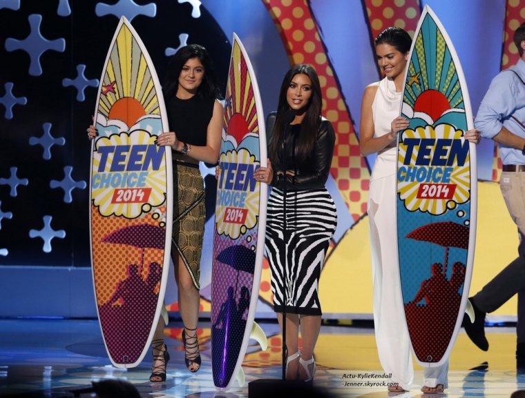 Kendall, Kylie et leur soeur Kim, lors des Teen Choice Awards, le 10 août 2014.