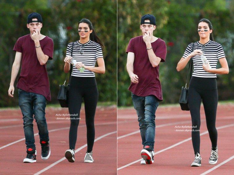 Kylie était à Los Angeles, le 22 août 2014 + Kendall s'est rendue au Kick Ball Game pour la bonne cause, le 16 août 2014.