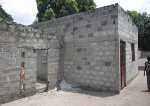 LA MAISON DES ORPHELINS EN PLEINE CONSTRUCTION