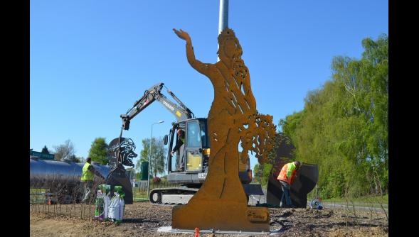 Steenvoorde: Iris et quatre géants s'emparent actuellement du rond-point près de l'A25