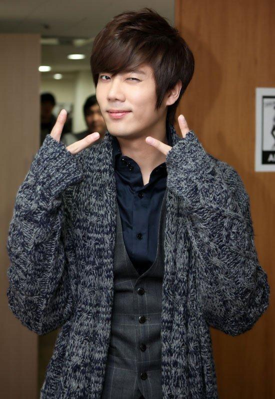 anniv : Changmin & KyuJong  (je met les deux sur le meme article) Et surtout avec de l'avance, mais moi je m'en fiche !!!!