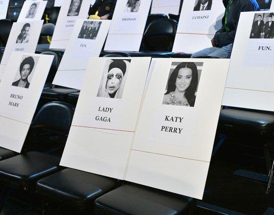 Gaga à côté Katy aux VMAs