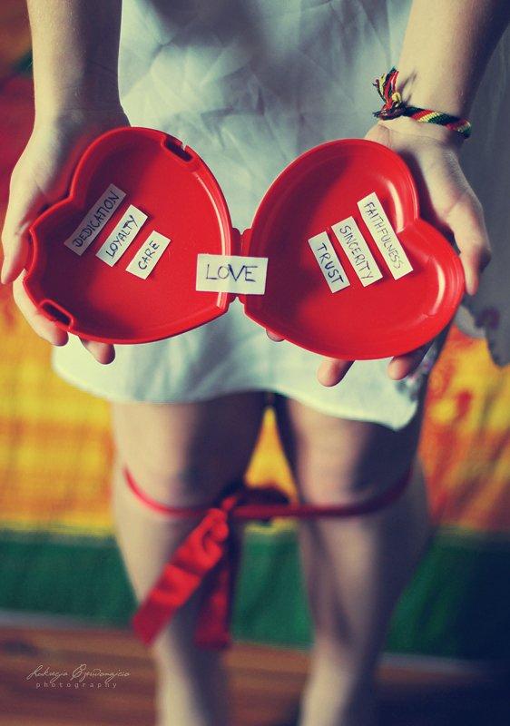 L'amour c'est comme une cigarette, ça flambe comme une allumette, ça pique les yeux, ça fait pleurer. Et ça s'envole en fumée.