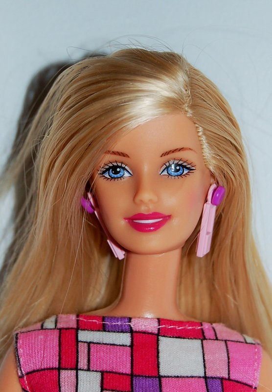 Barbie hip to be square 2000