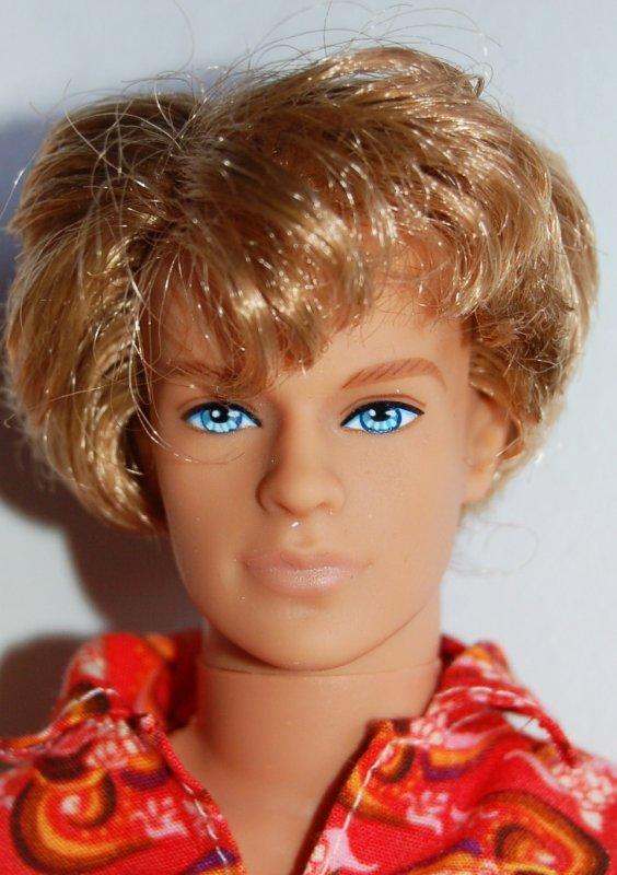 Barbie et ken surf up beach  2008