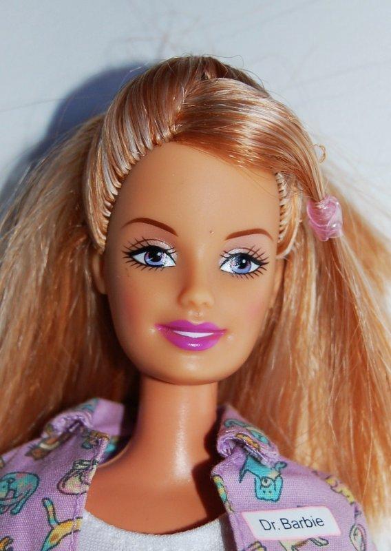 Barbie pet doctor 2005